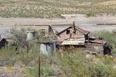 Corra abajo de los edificios agrícolas, New México Imagen de archivo