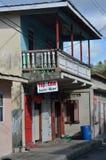 Corra abajo del café de los locals en pueblo Foto de archivo libre de regalías