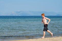 Corra en la playa Foto de archivo libre de regalías