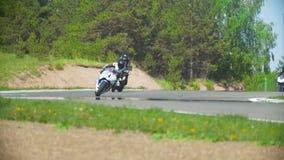 Corra sui motocicli, tre partecipanti avrà luogo nel campionato, rallentatore stock footage