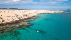 10 01 2019: Corralejo Fuerteventura: i turisti visitano la costa di Fuerteventura con servizio di taxi fotografia stock