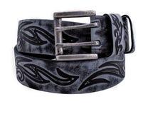 Correa de cuero rodada del ` s de los hombres con la hebilla del metal aislada en blanco Imagen de archivo libre de regalías