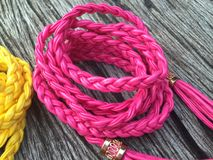 Correa de cuero rosada de la torsión de la cuerda Fotografía de archivo