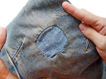 Corrección de los pantalones vaqueros fotografía de archivo libre de regalías