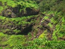 Correcciones verdes de la montaña foto de archivo
