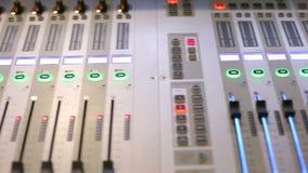 Correct mixer en versterkermateriaal stock video
