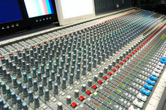 Correcte mixer met monitors. Royalty-vrije Stock Foto's