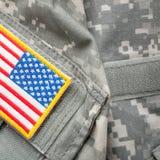 Correction d'épaule de drapeau des USA sur l'uniforme militaire - tir de studio photo stock