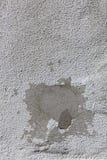 Correction de ciment sur le vieux mur blanc image libre de droits