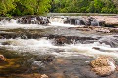 Corredeira do rio de Chattooga na angra do pau imagem de stock royalty free