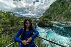 Corredeira do rio perto de Volcano Osorno Puerto Varas, o Chile patagonia fotos de stock