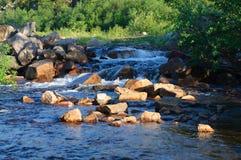 A corredeira no rio Kola Peninsula Imagens de Stock Royalty Free