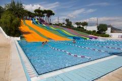 Corrediça de água no waterpark no verão Fotografia de Stock Royalty Free
