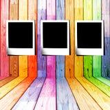 Corrediça de três fotos em um quarto de madeira colorido Imagem de Stock Royalty Free