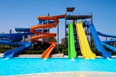 Corrediças coloridas no waterpark Imagem de Stock