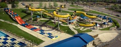 Corrediças de água no parque de diversões do mundo da água Imagem de Stock Royalty Free