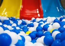 Corrediças na sala de jogos Foto de Stock