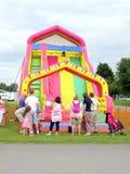 A corrediça das crianças infláveis. Fotos de Stock
