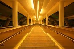 Corredor central do aeroporto em Dubai Fotos de Stock