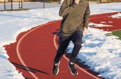 Corredor da High School na trilha com neve imagens de stock royalty free