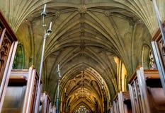 Corredor da igreja do baixo ângulo Foto de Stock Royalty Free