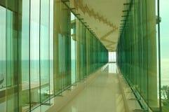 Corredor da janela de vidro Fotos de Stock Royalty Free