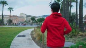 Corredor da mulher na opinião traseira traseira do parque fotografia de stock royalty free