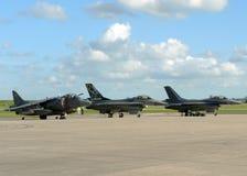 Corredor de cross y F-16 Foto de archivo