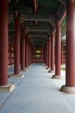 Corredor de Gyeongbokgung que repete colunas Imagem de Stock