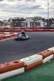 Corredor de Karting en la acción Fotos de archivo libres de regalías
