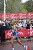 Corredor de la élite en el maratón 2010 de Londres Imagen de archivo libre de regalías