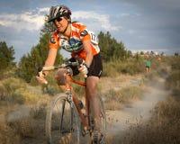 Corredor de sexo femenino de Cyclocross Foto de archivo libre de regalías