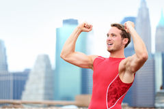 Corredor del hombre del atleta que gana que celebra en Nueva York Imagen de archivo