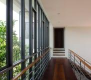 Corredor e escadaria moderna fotos de stock