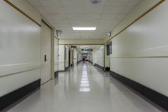 Corredor em um hospital moderno Fotos de Stock