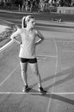 Corredor fêmea em uma trilha do atletismo Fotografia de Stock Royalty Free