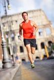 Corredor - homem que corre por Colosseum, Roma, Itália Imagem de Stock Royalty Free