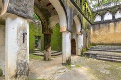 Corredor interior de zanzibar das ruínas de Mbweni foto de stock royalty free