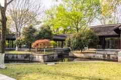 Corredor longo escondido pequeno do jardim Fotografia de Stock Royalty Free