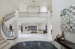 Corredor luxuoso da mansão Fotos de Stock Royalty Free