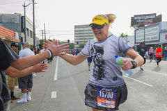 Corredor não identificado que participa na 30a maratona Editio do LA Imagem de Stock