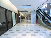 Corredor no edifício moderno Imagem de Stock Royalty Free
