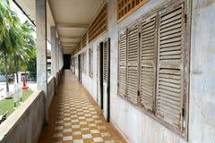 Corredor no museu do genocídio de Tuol Sleng foto de stock