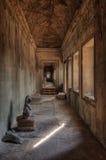 Corredor no templo de Angkor Wat Imagens de Stock