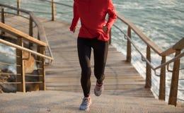 Corredor que corre em cima na fuga da costa Foto de Stock Royalty Free