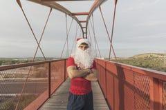 Corredor Santa Claus de la aptitud con los brazos cruzados Foto de archivo