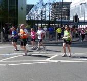 Corredores 2009 de maratón de Londres Imagen de archivo