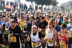 Corredores começo da maratona de Roma-Ostia no meio Imagens de Stock Royalty Free