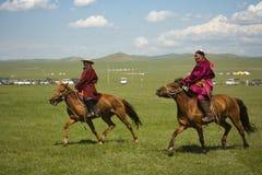 Corredores de caballo mongoles Imagenes de archivo
