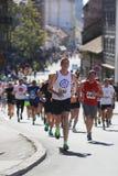 Corredores de la calle en el 29no maratón de Belgrado Foto de archivo libre de regalías